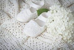 Witte babylaarzen Stock Foto