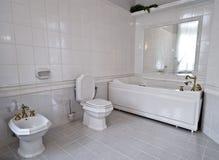Witte badkamers stock afbeelding