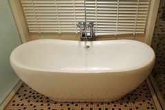 Witte badkuip Stock Foto's