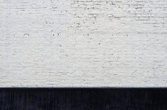 Witte bakstenen muur en het zwarte begrenzen royalty-vrije stock fotografie