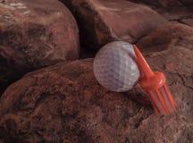 Witte Bal met Oranje die Borstelt-stuk op Rocky Surface wordt geplaatst royalty-vrije stock foto's