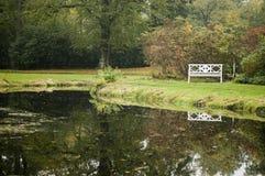 Witte bank door pont Royalty-vrije Stock Fotografie