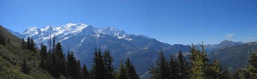 Witte bergen met sneeuw Stock Foto
