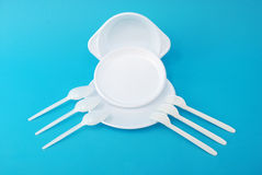 Witte beschikbare schotels, vork en lepel Royalty-vrije Stock Foto
