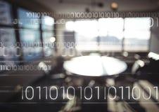 Witte binaire code tegen onscherp bureau Royalty-vrije Stock Foto