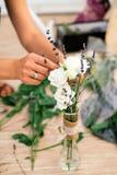Witte bloemdecoratie voor vakantie Stock Foto