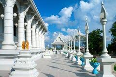 Witte boeddhistische tempel Stock Afbeeldingen
