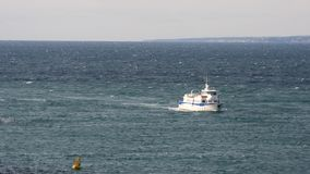 Witte boot in Marseille, Frankrijk stock footage
