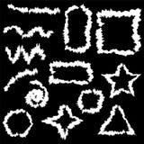 Witte borstelslag op zwarte achtergrond voor uw ontwerp Hand getrokken kaders en lijnen Stock Foto