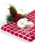 Witte Chocolade Ondergedompelde die koekjes met verpletterde pepermunt worden bestrooid Stock Afbeeldingen