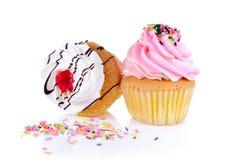 Witte cupcake op Witte Achtergrond Royalty-vrije Stock Afbeeldingen