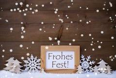 Witte de Middelen Vrolijke Kerstmis van Frohes Fest, Sneeuw, Sneeuwvlokken Stock Fotografie