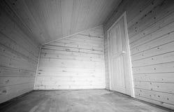 Witte deur in hoek van lege ruimte Stock Foto