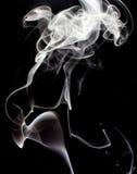 Witte die rook, op zwarte achtergrond wordt geïsoleerd Royalty-vrije Stock Foto's