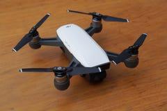 Witte DJI-Vonk quadcopter Royalty-vrije Stock Fotografie