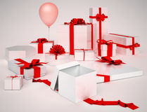 Witte dozen met geïsoleerde giften en rode bogen Royalty-vrije Stock Afbeeldingen