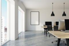 Witte eigentijdse bureau, computers en affiche stock illustratie