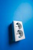 Witte elektrische contactdoos op de muur. royalty-vrije stock foto's
