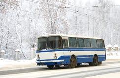 Witte en blauwe bus Stock Fotografie