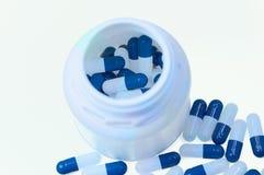 Witte en blauwe capsules royalty-vrije stock fotografie