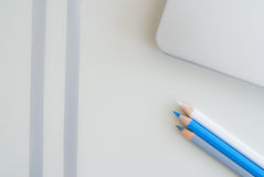 Witte en blauwe potloden Royalty-vrije Stock Fotografie