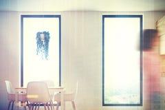 Witte en houten eetkamer, gestemde lijst Stock Foto's