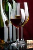 Witte en rode wijn Stock Afbeeldingen