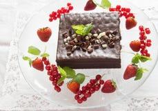 Witte en zwarte chocoladecake Stock Afbeelding