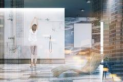 Witte en zwarte marmeren badkamers, affiche, vrouw Stock Foto