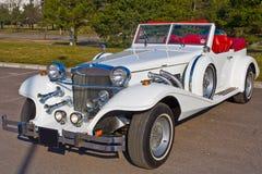 Witte excaliburauto Stock Afbeeldingen