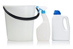 Witte fles twee en emmer stock afbeelding