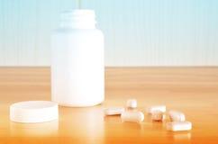 Witte fles van pillen Stock Foto's