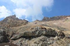 Witte fumarolen van de vulkaan Mutnovsky Kamchatka Stock Foto's