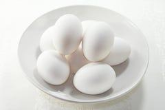 Witte Gekookte Eieren Stock Afbeeldingen