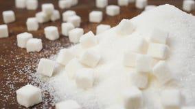 Witte gekorrelde suiker en geraffineerde suiker stock videobeelden