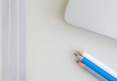 Witte, grijze en blauwe potloden Royalty-vrije Stock Foto