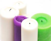 Witte, groene, purpere kaarsen op wit Royalty-vrije Stock Foto's