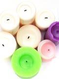 Witte, groene, purpere kaarsen op wit Royalty-vrije Stock Afbeeldingen