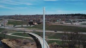 Witte hangbrug in Denver Colorado stock video
