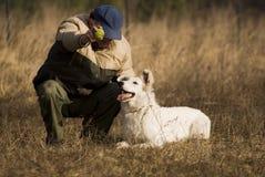 Witte herder met meester Stock Afbeeldingen