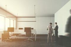 Witte het bureaucomputers van het muur moderne bedrijf, mensen Royalty-vrije Stock Afbeelding