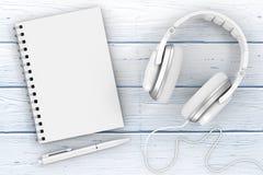Witte Hoofdtelefoons, Notitieboekje en Pen extreme close-up het 3d teruggeven Royalty-vrije Stock Foto's