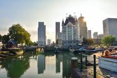Witte Huis (la Maison Blanche), un bâtiment historique de style d'Art Nouveau au site de Wijnhaven à Rotterdam Images stock