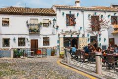 Witte huizen in het Albaicin-district in Granada, Spanje royalty-vrije stock fotografie