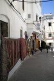 Witte huizen in medina van Tanger in Marokko Stock Afbeeldingen