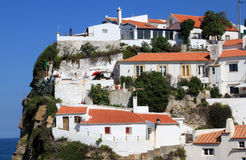 Witte huizen van Azenhas do Mar, Portugal Stock Foto's
