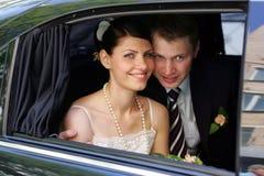 Witte huwelijksbruid en bruidegom Stock Fotografie