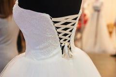 Witte Huwelijkskleding van bruid op ledenpop Royalty-vrije Stock Foto
