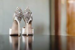 Witte huwelijksschoenen Stock Afbeelding