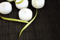 Witte kaarsen royalty-vrije stock afbeelding